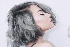 Cabello corto color gris